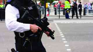 Police training to shoot through vehicle windscreens