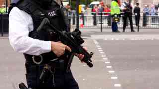 Man carrying knife arrested near Parliament